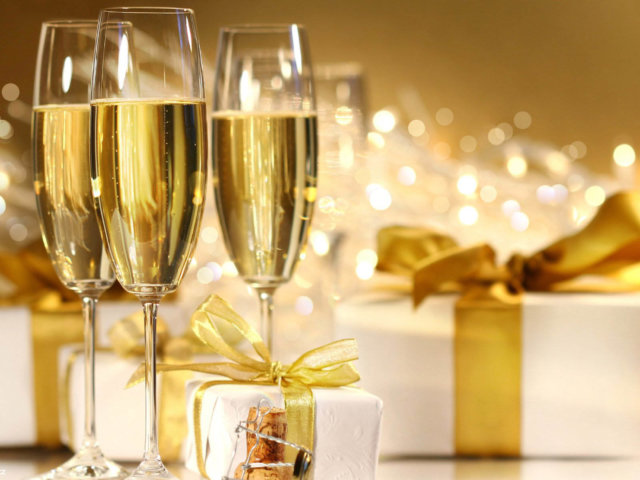 Wine-Experts-say-Holiday-Champagne-Recession-is-Over (1)